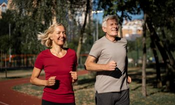 Aktywny senior – jak bezpiecznie ćwiczyć, zajęcia sportowe dla osób starszych